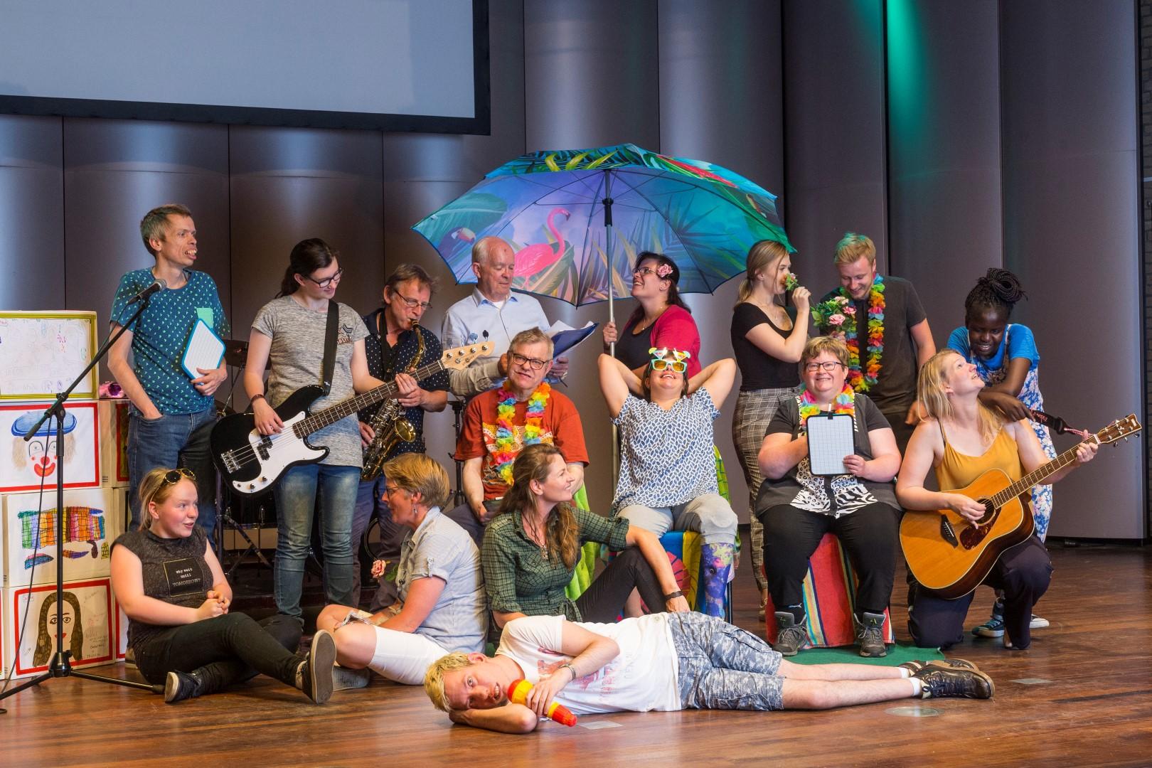 Spelersgroep 'Muziektheater Maak Je Samen' Sluit Tweede Seizoen Af Met 'Achterhoeks Supertalent'